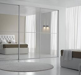 Зеркальные шкафы-купе в спальню «за» и «против»